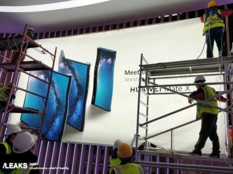 L'aspetto di Huawei Mate X |  lo smartphone pieghevole |  svelato da un manifesto al MWC 2019
