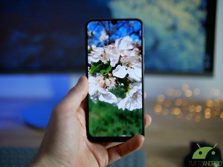 E se il futuro fosse degli smartphone con doppio display? Ec