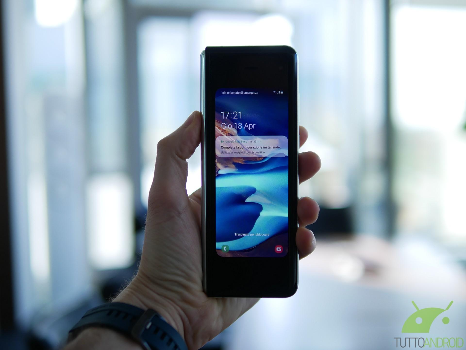 Samsung Galaxy Fold con 200 GB di Internet? Si può, con 3 (T