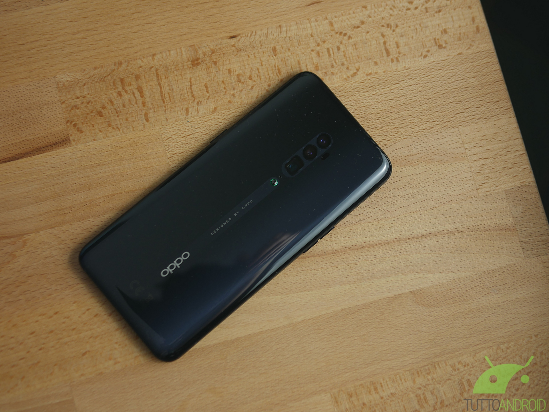 OPPO Reno 10X è un camera phone, al pari di Huawei P30 Pro e