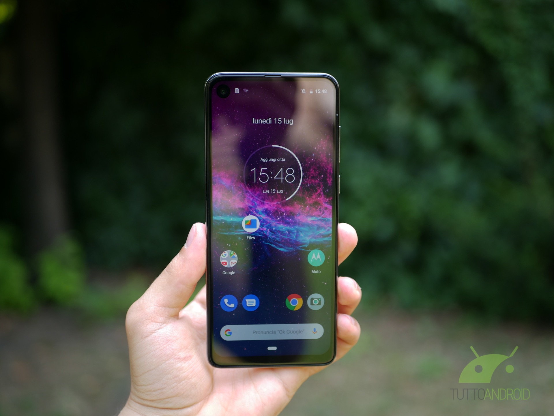 Motorola One Action si aggiorna ad Android 10