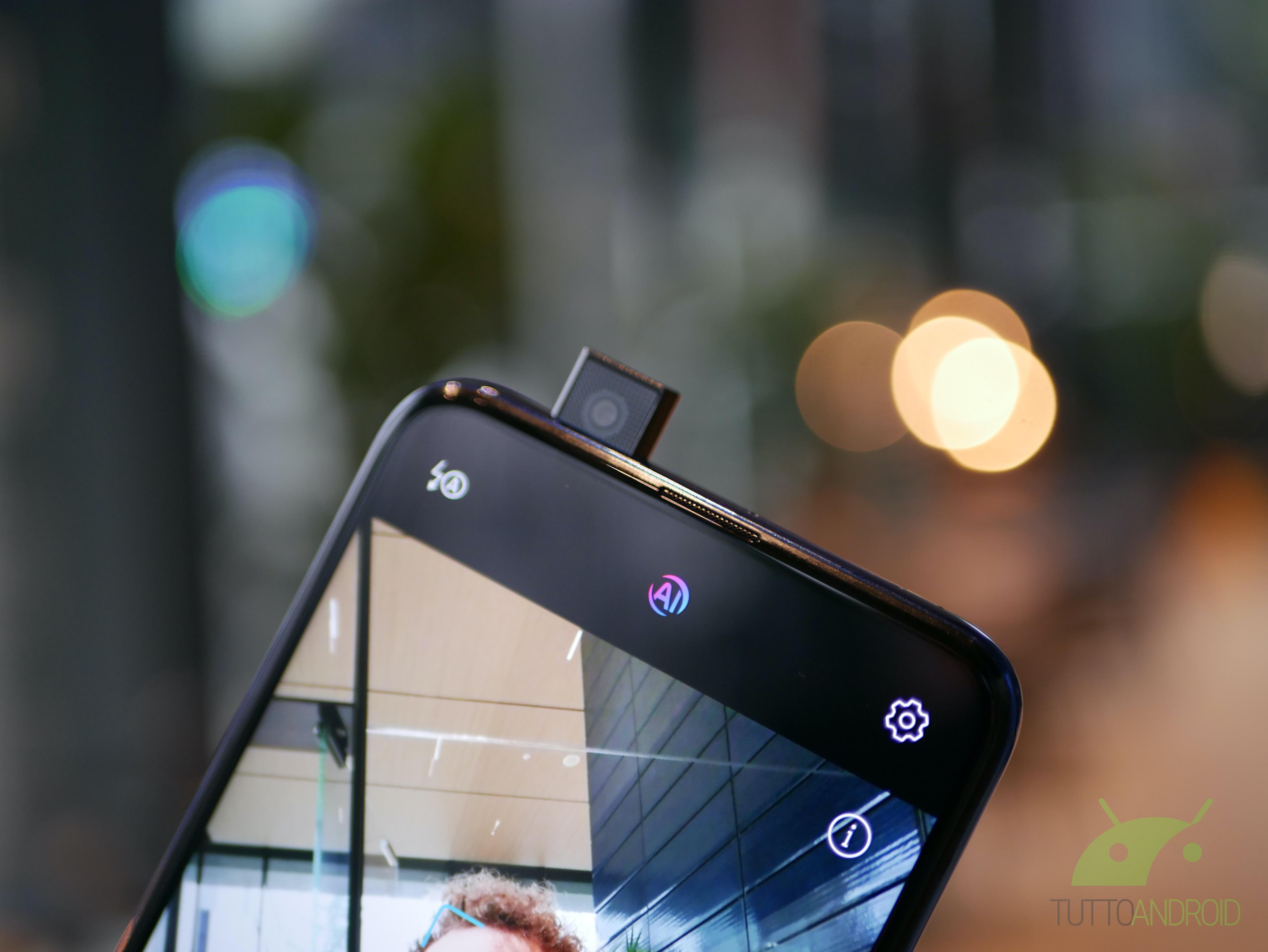 Questo particolare smartphone vi impedisce di scattare foto