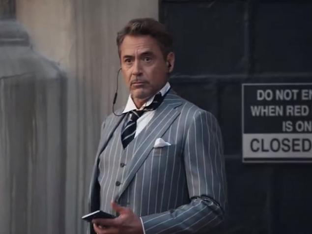 Robert Downey Jr, per gli amici Tony Stark, ci mostra il suo