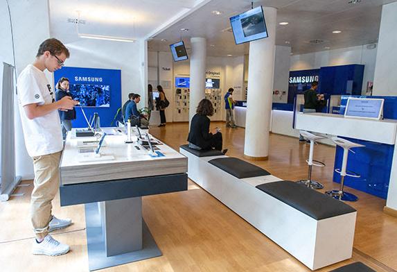 Samsung inaugura a Roma il nuovo Customer Service di via Mer