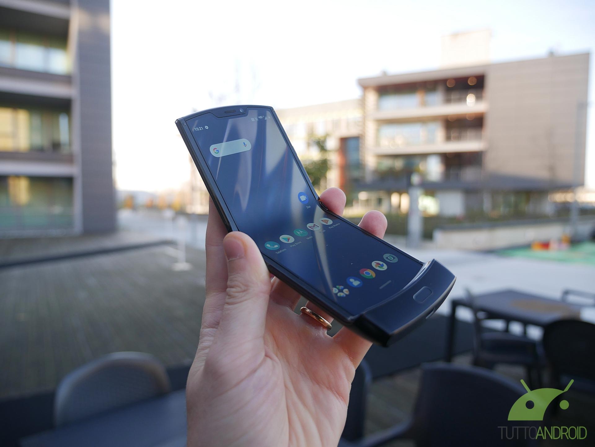 Motorola è certa che il display del RAZR sia perfetto così c