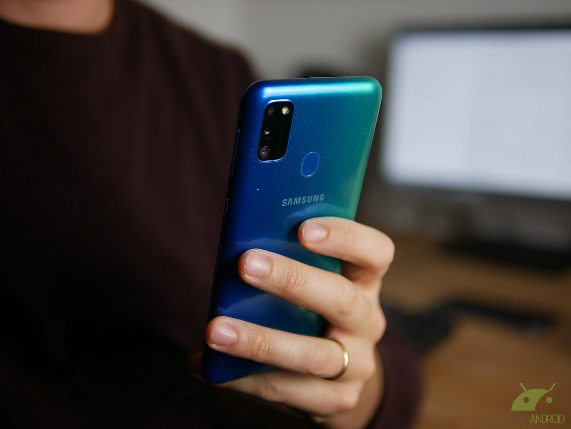 Android 10 sui Galaxy M20 e M30? Pare proprio che Samsung ci