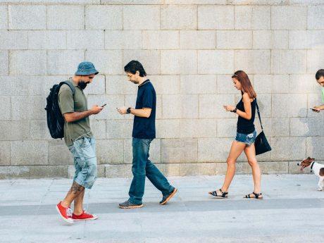 smartphone infortuni testa collo aumento