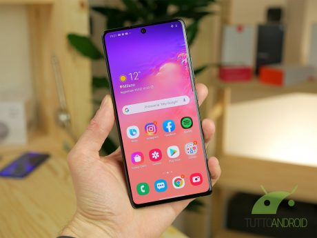 Samsung Galaxy S10 Lite display