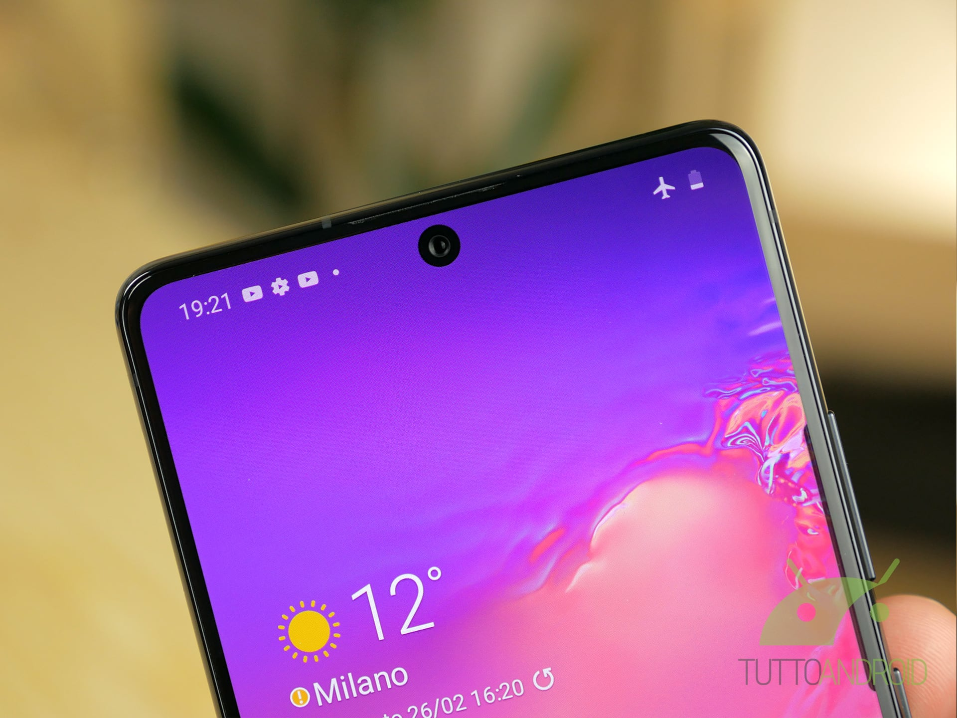 Samsung Galaxy S10 Lite Infinity-O display
