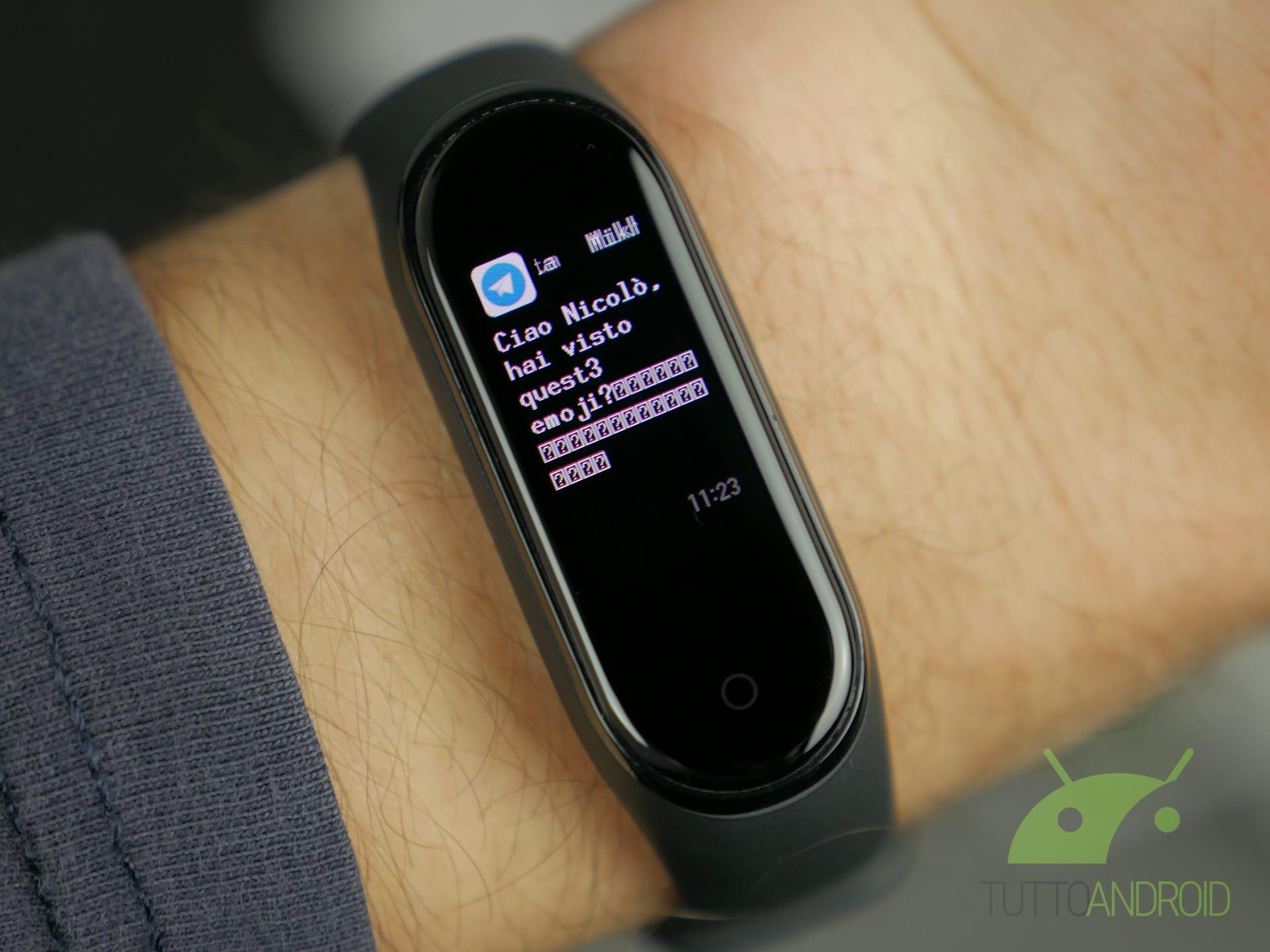 Xiaomi Mi Band 4 personalizzazione emoji notifiche