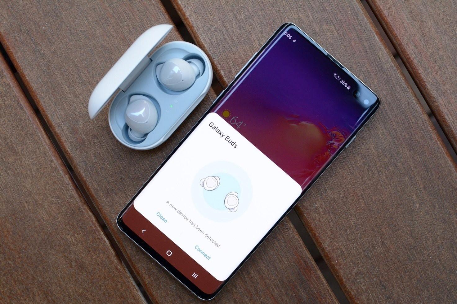 I Samsung Galaxy Buds Live sono i primi auricolari a forma di fagiolo