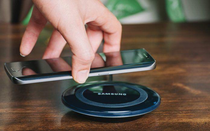 Samsung e Realme brevettano nuovi caricabatterie e cuffie wi