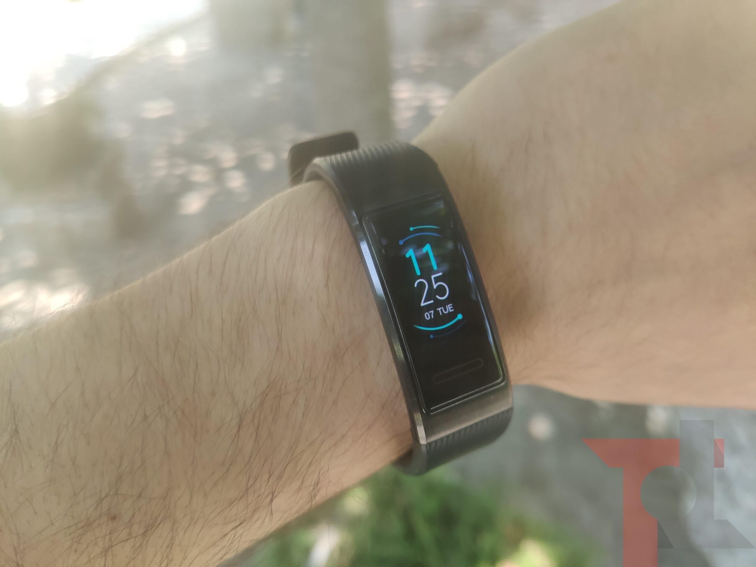 Veramente una smartband coi fiocchi: Huawei Band 4 Pro è al