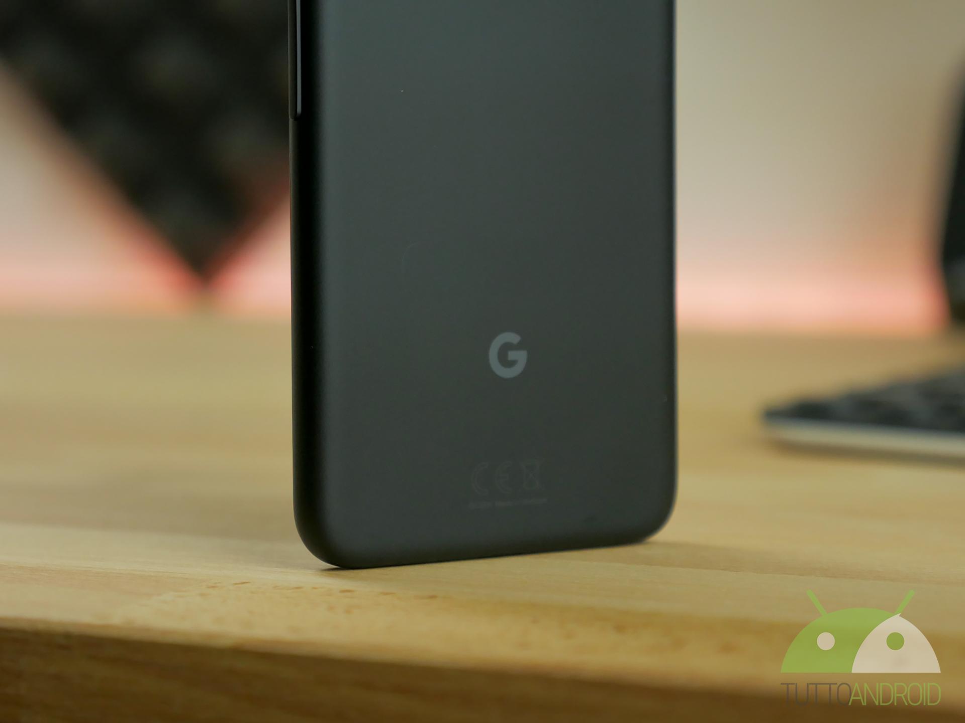 """Il tweet su i prossimi Google Pixel con """"lezione"""" sugli OLED"""