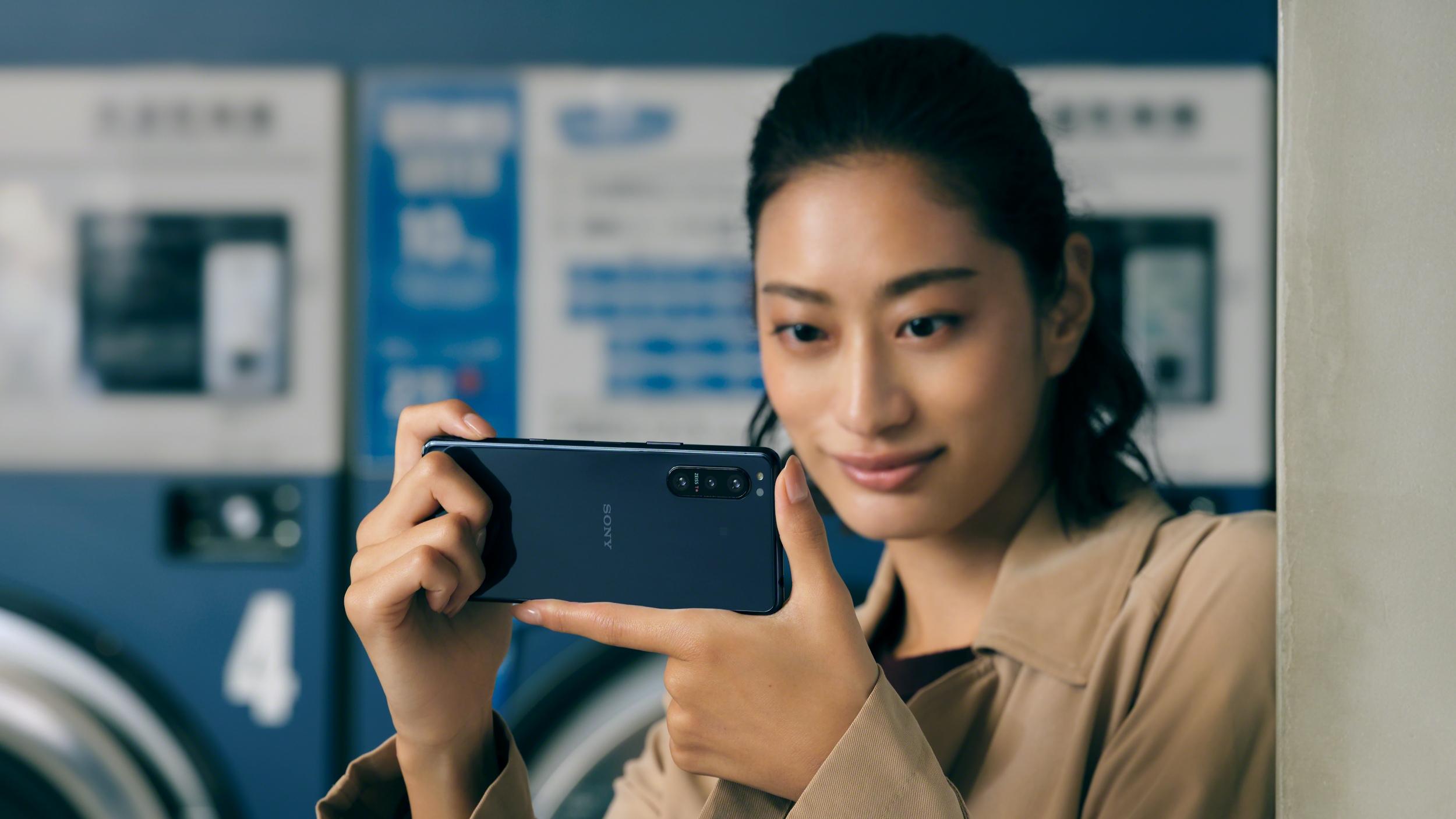 Sony Xperia 5 II è ufficiale    crescono i contenuti    non le dimensioni