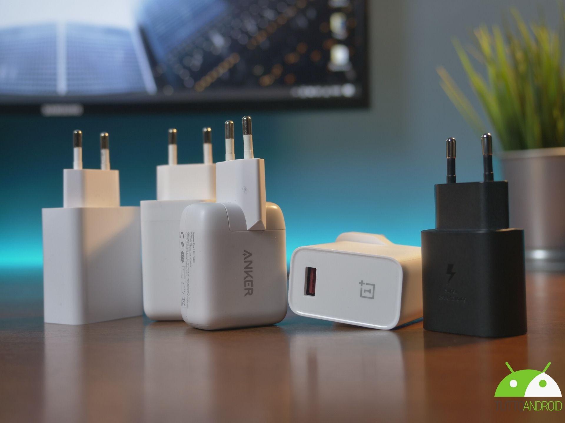 Come scegliere il miglior caricabatterie per il proprio smartphone