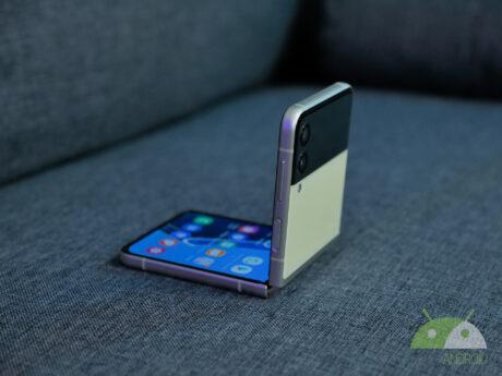 Samsung galaxy z flip3 2