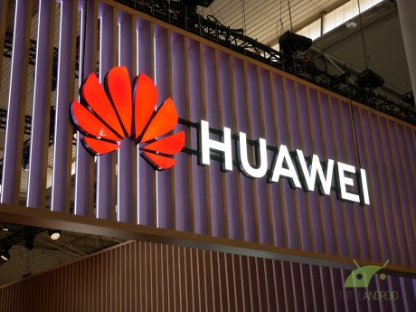 Samsung pensa agli smartphone pieghevoli, Huawei alle Smart