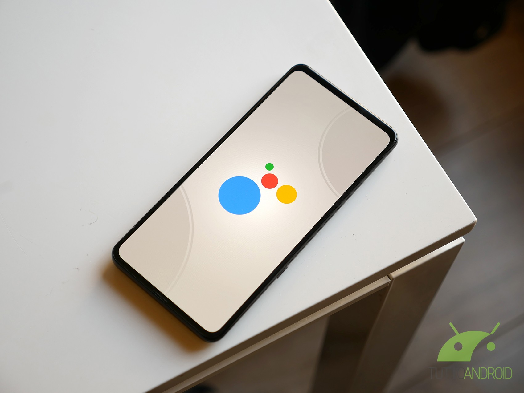 L'Ambient Mode di Google Assistant in fase di timido roll ou