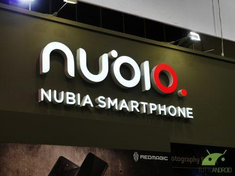 Anche lo smartphone con doppio display sposa il 5G: ecco Nub