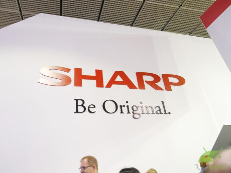 Sharp porterà lo smartphone con due notch in Europa: ecco Aquos R3, con display a 120Hz