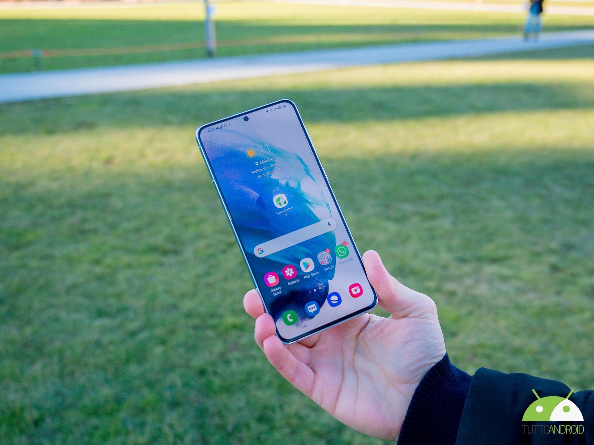 Il caricabatterie di Samsung Galaxy S21 ad appena 6 euro con questo codice sconto